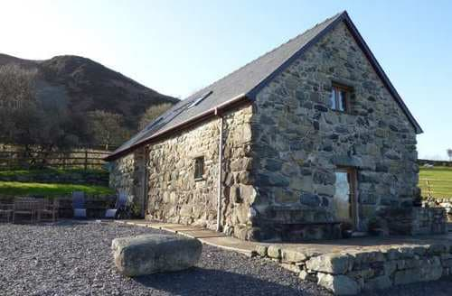 Last Minute Cottages - Beudy Tal y Waen