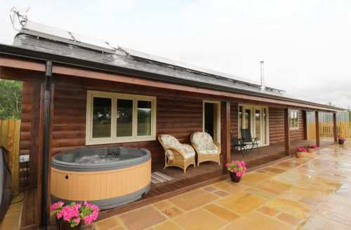 Last Minute Cottages - Luxury West Oxfordshire Lodge S83963