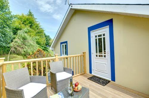 Last Minute Cottages - Wonderful  Apartment S84055