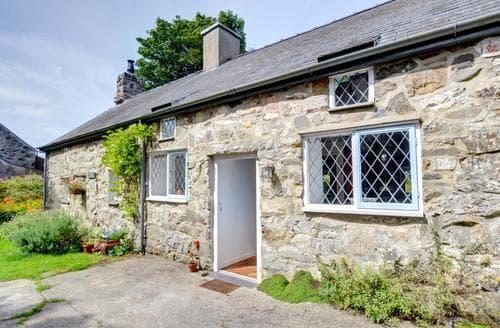 Last Minute Cottages - Crown Cottage