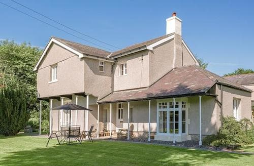 Last Minute Cottages - Excellent Mold And The Clwydian Range Cottage S84201