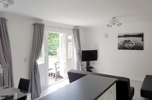 Last Minute Cottages - Luxury Cowes Cottage S84416