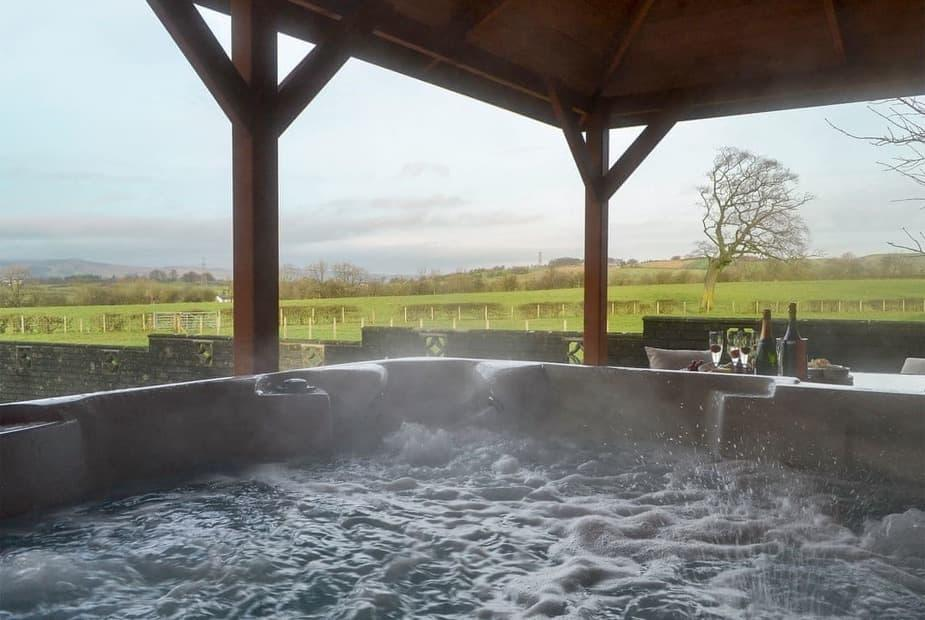 Private hot tub with views over open countryside   Hillview, Gateside, near Beith - Hillview