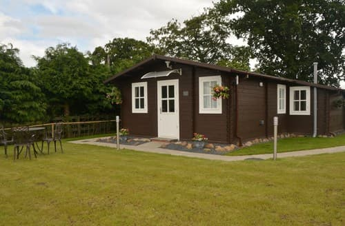 Last Minute Cottages - Exquisite Kelso Log Cabin S84487