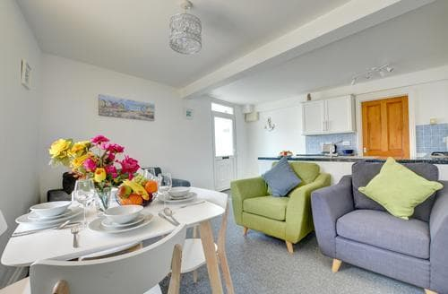 Last Minute Cottages - Stunning  Apartment S84608