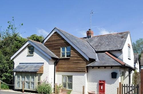 Last Minute Cottages - Luxury Andover Cottage S84701