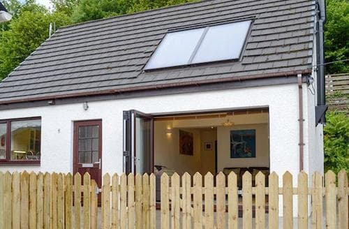 Last Minute Cottages - Cosy Strathcarron Cottage S84775