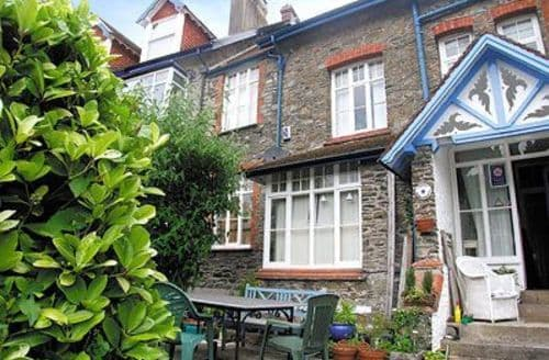 Last Minute Cottages - Cosy Lynton Apartment S19195