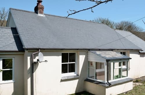 Last Minute Cottages - Cosy Lynton Lodge S19217