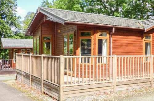 Last Minute Cottages - Woodside Lodge