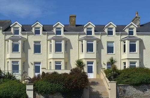 Last Minute Cottages - Delightful Holyhead And Trearddur Bay Apartment S85488