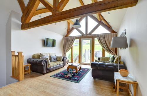 Last Minute Cottages - Barcud Balcony