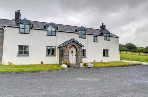 Last Minute Cottages - Tynrhyd Farmhouse