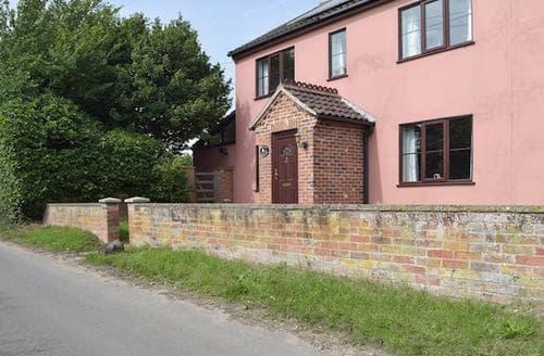 Last Minute Cottages - Staithe Farm House