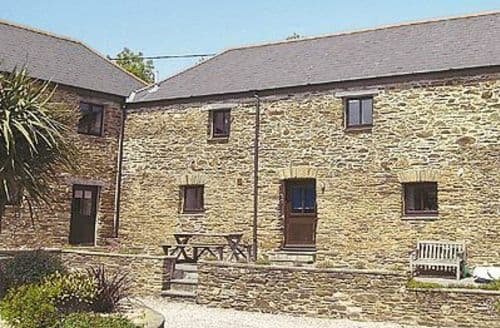 Last Minute Cottages - MEADOW COURT BARN