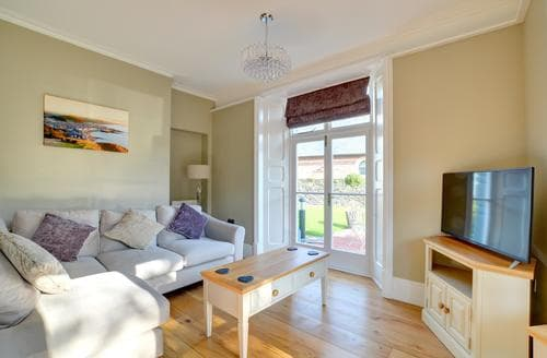 Last Minute Cottages - Lovely Aberystwyth Apartment S86127