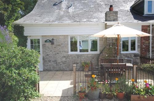 Last Minute Cottages - Coombe Barn