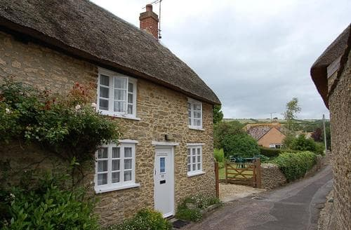 Last Minute Cottages - Gorgeous Burton Bradstock Cottage S86500