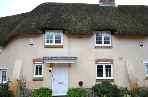 Last Minute Cottages - Inviting Lulworth Cove Cottage S86540