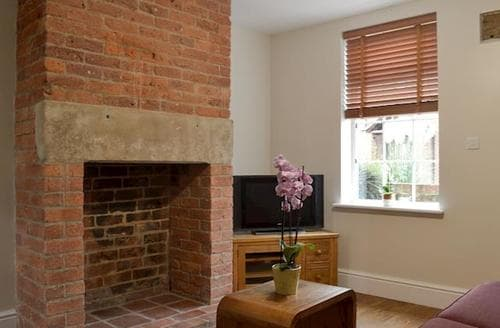 Last Minute Cottages - Lovely Ashbourne Cottage S86654