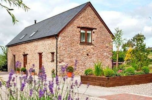 Last Minute Cottages - WOODPECKER BARN