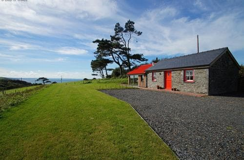Last Minute Cottages - Cae Cefn