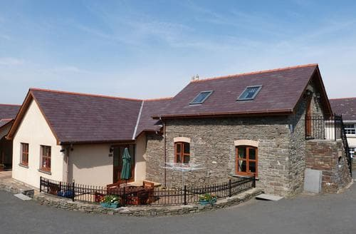 Last Minute Cottages - Blaenilar