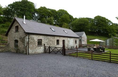 Last Minute Cottages - Ysgubor y Cwm