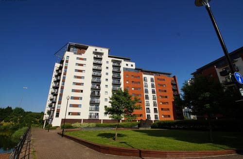 Last Minute Cottages - Cardiff Bay View Apartment
