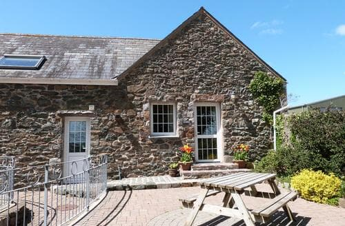 Last Minute Cottages - Captivating Rural Llyn Peninsula Apartment S87534