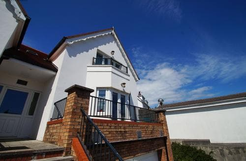 Last Minute Cottages - Quaint Tenby Apartment S87569