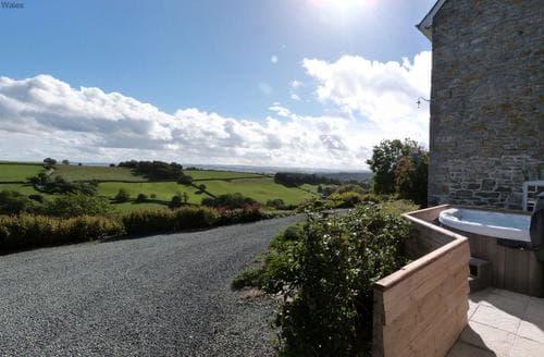 Last Minute Cottages - Tref y Nant