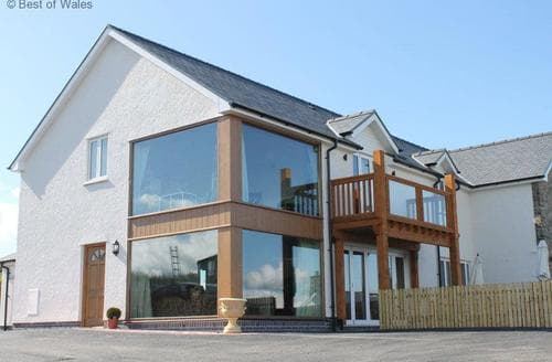 Last Minute Cottages - Llety Cambrian
