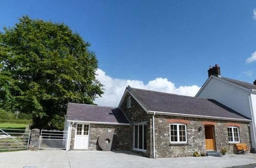 Last Minute Cottages - Yr Efail
