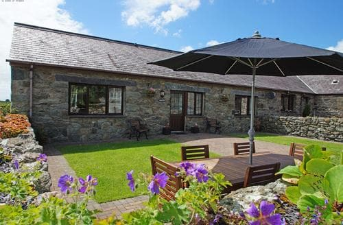 Last Minute Cottages - Exquisite Llanfair Pg Cottage S87627