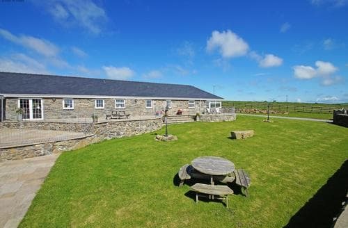 Last Minute Cottages - Cosy Rural Llyn Peninsula Lodge S87626