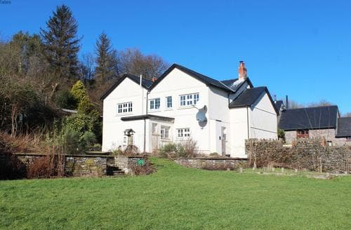 Last Minute Cottages - Group accommodation in the Brecon Beacon