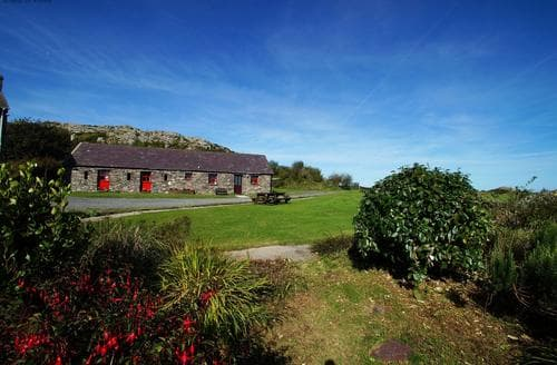 Last Minute Cottages - Attractive St Davids Cottage S87659