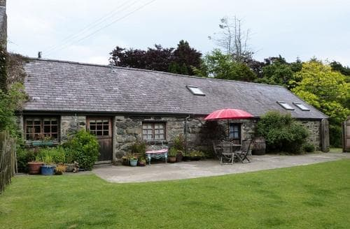 Last Minute Cottages - Ty Isaf