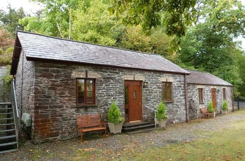 Last Minute Cottages - Llety Merlen