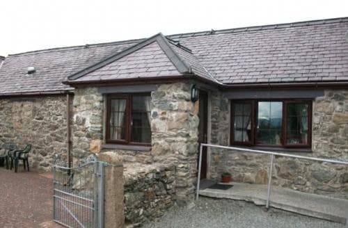Last Minute Cottages - Delightful Llanfair Pg Cottage S87715