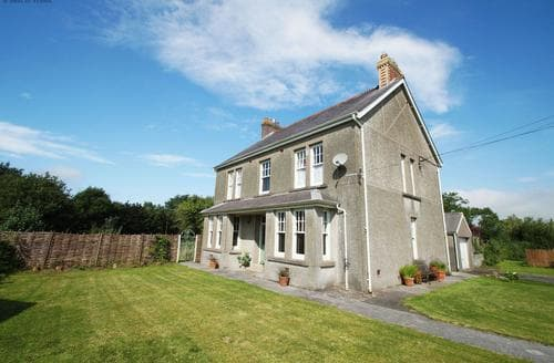 Last Minute Cottages - Llys y Pwll