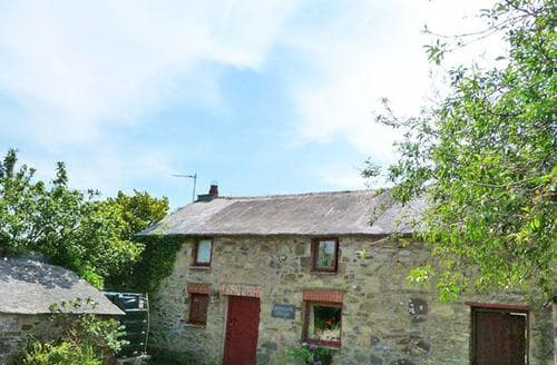 Last Minute Cottages - Superb Solva Lodge S87741