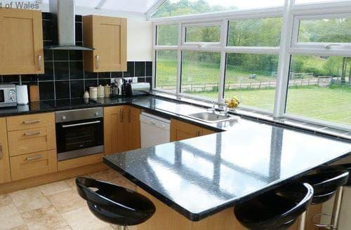 Last Minute Cottages - Superb Cardiff Apartment S87745