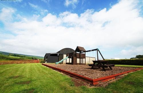 Last Minute Cottages - Maes y Felin