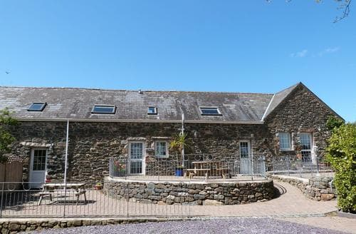 Last Minute Cottages - Lovely Rural Llyn Peninsula Apartment S87771