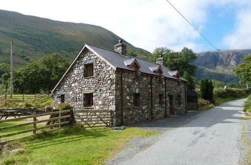 Last Minute Cottages - Troed yr Aran