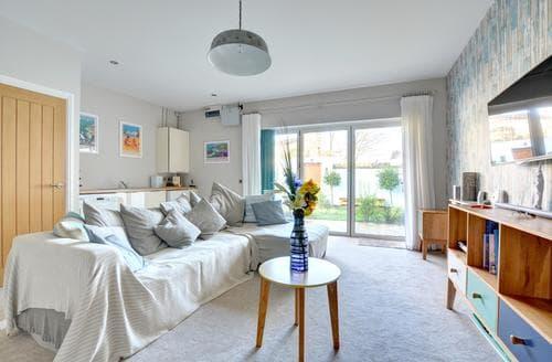 Last Minute Cottages - Ty Glas Apartment