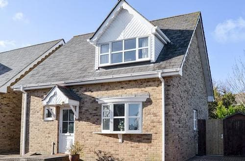 Last Minute Cottages - Luxury Ryde And Seaview Cottage S89060