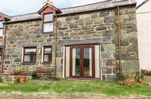Last Minute Cottages - Superb Llanddeiniolen Cottage S90094